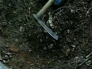Homem é suspeito de matar e usar mão de cadáver para ameaçar esposa, em Corumbaíba, Goiás (Foto: Reprodução / TV Anhanguera)