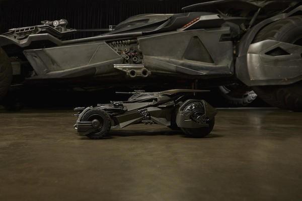 A nova versão do batmóvel do Batman em Liga da Justiça (Foto: Divulgação)
