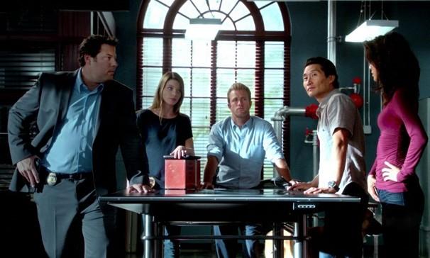 Greg Grumberg chega para ajudar o time a descobrir o assassino de uma agente (Foto: Divulgação )