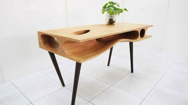 A mesa é feita de madeira (Foto: Divulgação)