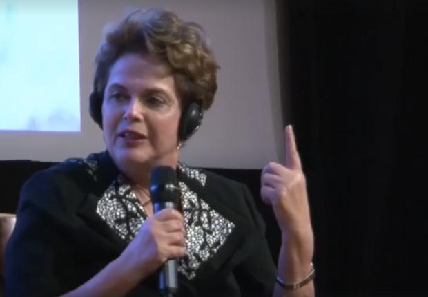 Ex-presidente Dilma fala em fórum na Suíça (Foto: Reprodução/ Facebook)