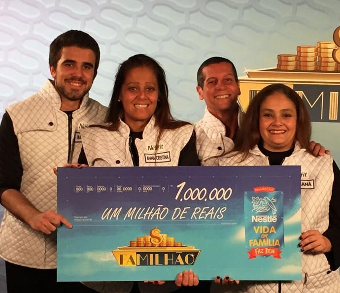 Família Motta levou o prêmio de R4 1 milhão no palco do Caldeirão (Foto: Divulgação)
