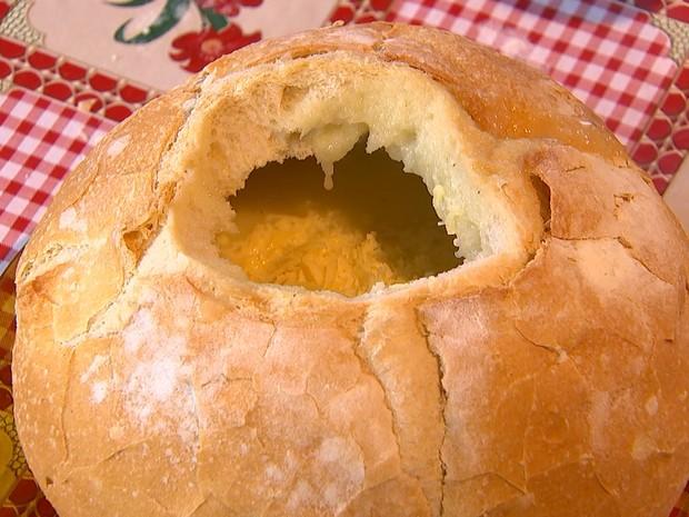 Ela pode ser acompanhada com queijo ralado e torradas (Foto: Reprodução/ TV TEM)