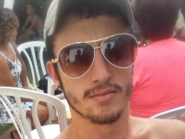 Jovem foi enterrado durante a manhã desta quinta-feira em São Carlos (Foto: Arquivo Pessoal)