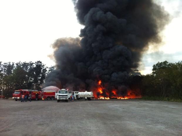 Incêndio  na Serra (Foto: Fábio Linhares / G1 ES)