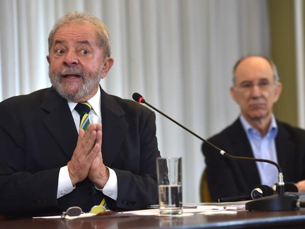 28/03/2016 - O ex-presidente Luiz Inácio Lula da Silva durante entrevista coletiva a jornalistas estrangeiros na manhã desta segunda-feira (28) em São Paulo (Foto: Nelson Almeida/AFP)