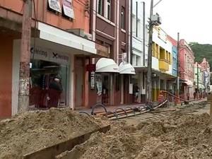 Galeria foi descoberta durante escavações para obras de saneamento (Foto: Reprodução/RBS TV)
