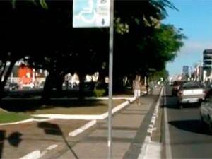 Movimento na Avenida Getúlio Vargas, uma das principais de Feira de Santana, está menor do que o de costume (Foto: Imagens/TV Subaé)