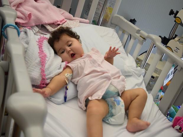 Sofia nasceu com síndrome que causa má-formação no sistema digestivo (Foto: Marcus Vinícius Souza/G1)
