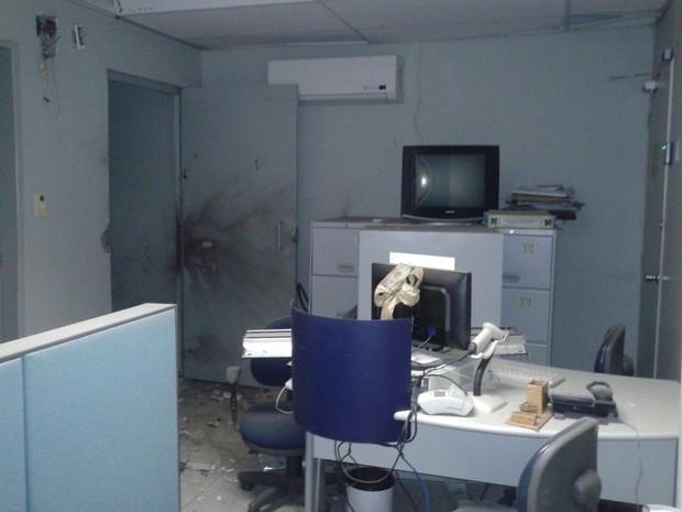 Banco do Brasil que foi alvo de explosão de cofre em Machados, no Agreste (Foto: Reprodução de WhatsApp)