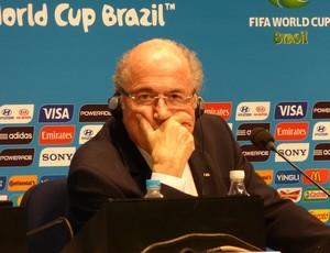 Blatter não gosta de ouvir pergunta sobre corrupção na Fifa (Foto: Vicente Seda)