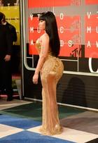 Nicki Minaj mostra bumbum avantajado em vestido dourado