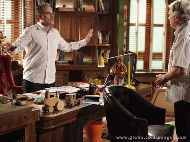 Wilson não quer nem saber, expulsa Wilson do seu escritório (Foto: Sangue Bom/TV Globo)
