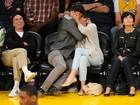 Justin Timberlake e Jessica Biel trocam beijaço em jogo de basquete