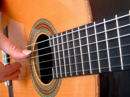 Aluna de educação musical (Foto: divulgação - Prefeitura de Praia Grande)