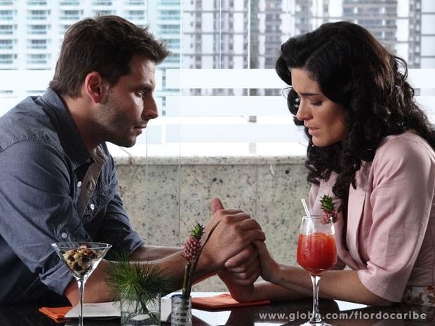 Os dois conversam e esclarecem tudo (Foto: Flor do Caribe / TV Globo)