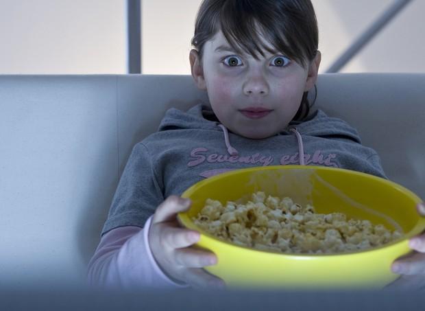 Crianças brasileiras estão entre as que mais assistem TV (Foto: Thinkstock)