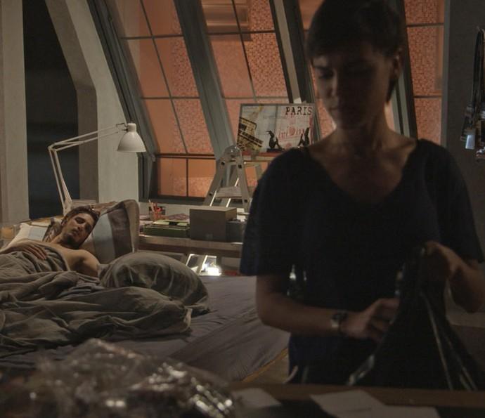 Leila resolve ajudar Rafael  (Foto: TV Globo)