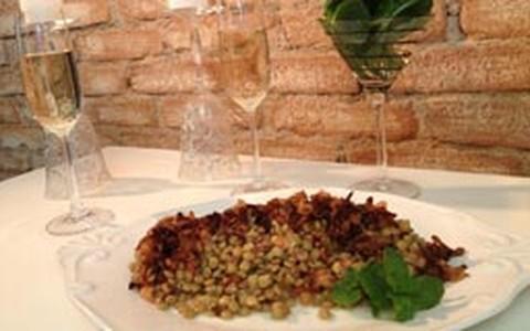Salada de lentilha com cebola frita