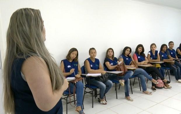 Adoelescentes buscam a primeira oportunidade no mercado de trabalho por meio do projeto (Foto: Bom Dia Amazônia)