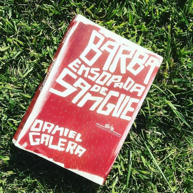 """Indicação literária: Cauã Reymond está relendo """"Barba Ensopada de Sangue"""", de Daniel Galera (Foto: reprodução/instagram)"""