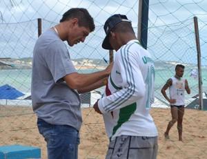 Edson - volante do Fluminense - autógrafo Natal (Foto: Jocaff Souza/GloboEsporte.com)