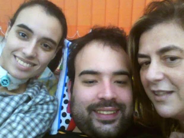 HSAN é doença hereditária; mãe e filhos são portadores dela (Foto: Arquivo Pessoal/ Felipe Saúda)