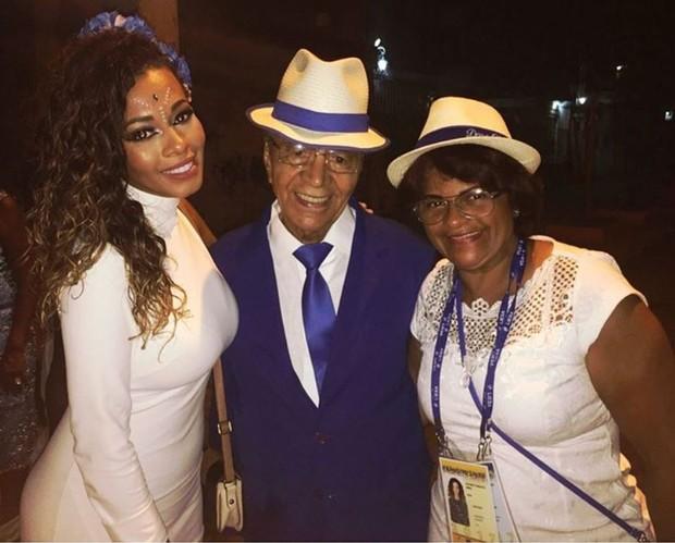 Juliana Diniz com o avô, Monarco (Foto: Reprodução/Instagram)