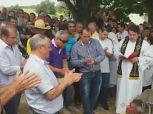 Multidão acompanhou sepultamento do prefeito Laércio Betarelli (Foto: Reprodução/EPTV)