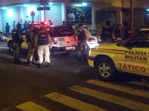 Confusão na saída de casa noturna terminou com um ferido (Foto: Paulo Eduardo Vieira)