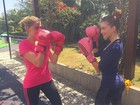 Marina Ruy Barbosa mostra aula de muay thai com Luma Costa