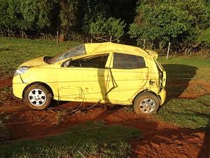 Carro que transportava o cantor Pedro (Foto: Polícia Rodoviária Estadual/Divulgação)