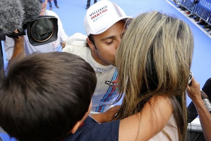 Felipe Massa comemora pole com Raffaela e o filho Felipinho na Áustria (Foto: Getty Images)