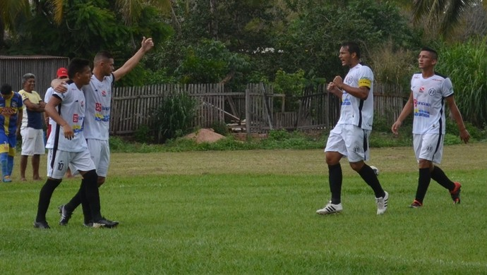 Após dois jogos-treinos, elenco do São Raimundo pensa apenas no Águia (Foto: Michael Douglas/GloboEsporte.com)