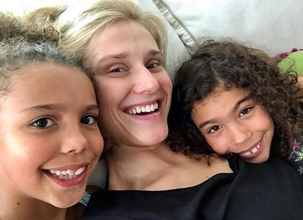 Celina Locks e as filhas de Ronaldo, Maria Alice e Maria Sofia (Foto: Reprodução)