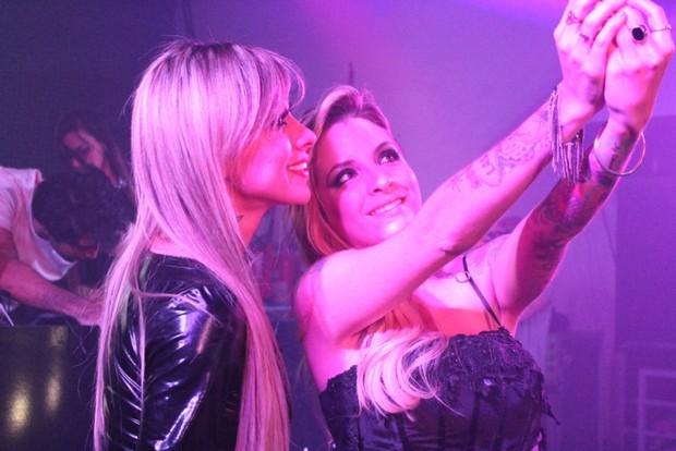 Clara e Vanessa fazem selfie (Foto: Carlos Neto - ND Fotografia/Divulgação)
