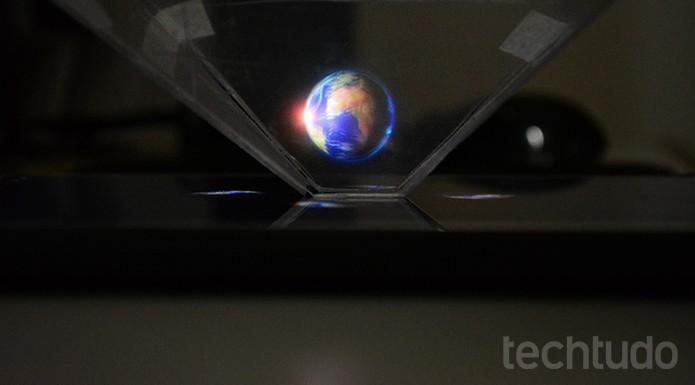 Resultado do projetor de hologramas 3D para celular com materiais caseiros  (Foto: Barbara Mannara/TechTudo)