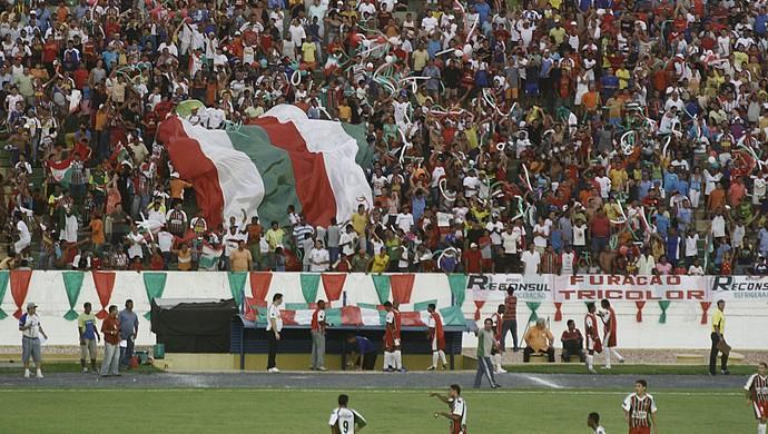 Torcida do Operário em 2005 no Estádio Governador José Fragelli (Foto: Edson Rodrigues/Secopa-MT)