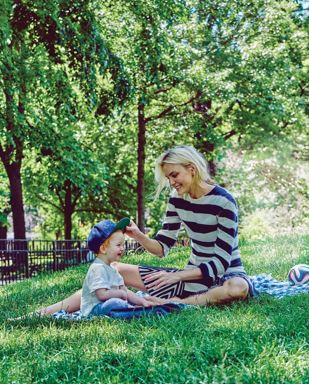 Carol Trentini e o pequeno Bento (Foto: Fabio Bartelt)