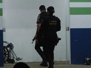 Rapaz de 23 anos é baleado em frente ao trabalho e morre, em Ariquemes (Foto: Ariquemes 190/Reprodução)