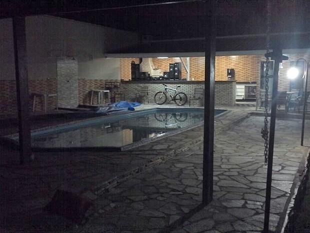 Casa de traficante preso no DF com arma banhada a ouro (Foto: Polícia Civil/Divulgação)