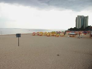 """Interdição de banho fez com que a Ponta Negra se transformasse em uma praia """"fantasma"""" (Foto: Marcos Dantas)"""