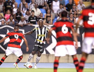 Seedorf na partida do Botafogo contra o Flamengo (Foto: Alexandre Cassiano / Ag. O Globo)