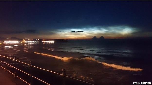 A frequência deste tipo de nuvens pode dar indícios sobre mudanças no clima: acredita-se que elas sejam consequência de variações de longo prazo na mesosfera (Foto: Lyn M Britton/BBC)