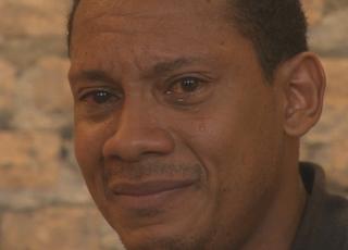 Márcio Chagas da silva chora após racismo no Gauchão (Foto: Reprodução/ RBS TV)