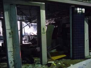 Caixas eletrônicos foram explodidos em Painsno dia 3 de outubro de 2015 (Foto: G1/G1)