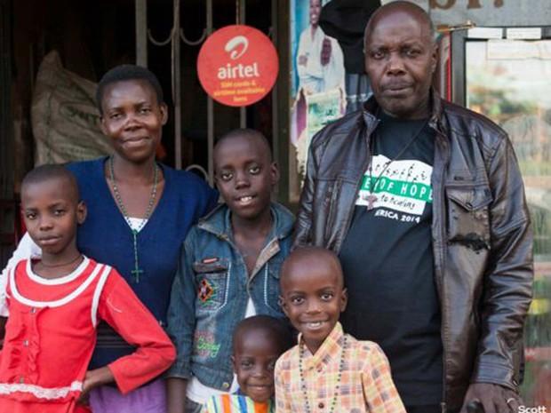Mpagi foi condenado à morte; ele recebeu perdão presidencial e foi libertado depois de 20 anos atrás das grades (Foto: Scott Langley)