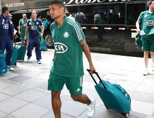 Márcio Araujo chegada do Palmeiras ao hotel em Porto Alegre (Foto: Cesar Greco / Ag. Estado)