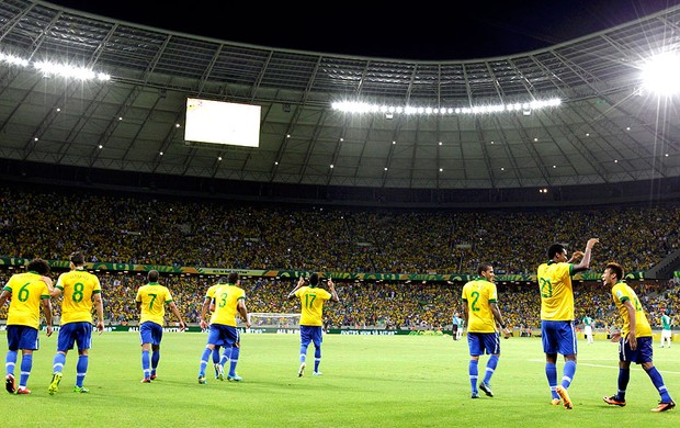 Brasil comemoração Castelão jogo México (Foto: Reuters)