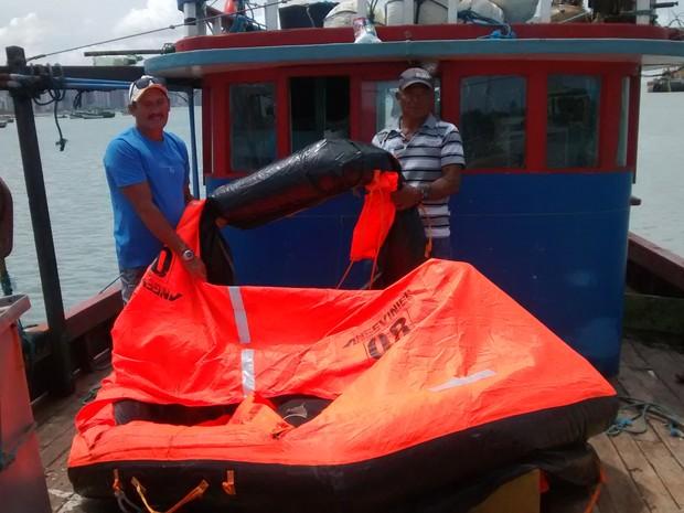 BALSA onde pescadores ficaram  (Foto: Lena Sena/ Do G1 CE)